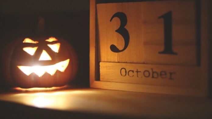 10 HAUNTING FACTS ABOUT HALLOWEEN